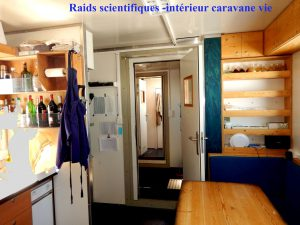 Caravan_2010_Set_Inside